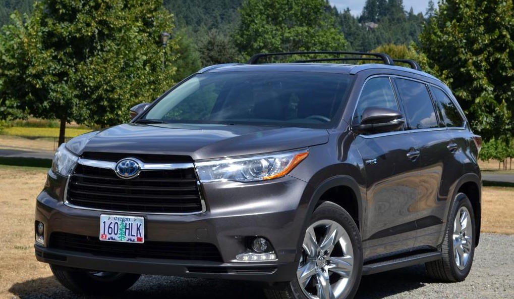 The 2015 Toyota Highlander Hybrid is a Comfortable and Stylish Way for Your Family to Travel